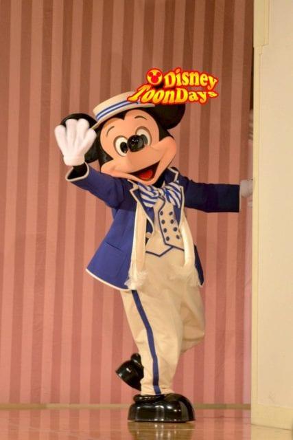 ディズニーアンバサダーホテルでグリーティングできるミッキーマウス