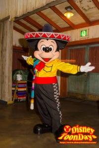 TDS『ミゲルズ・エルドラド・キャンティーナ』パークファンパーティーで会えるミッキーマウス