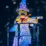 ファンタズミック!の七色に光るミッキーマウス