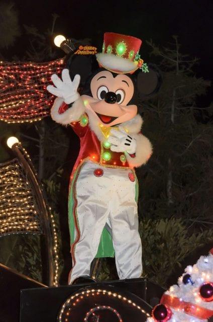 エレクトリカルパレードに登場するミッキーマウス(クリスマスver)