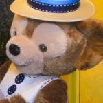 ヴィレッジグリーティングプレイスでは春旅衣装のダッフィーに会える!