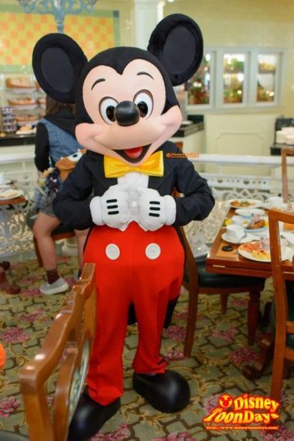 エンチャンテッドガーデンで会えるミッキーマウス