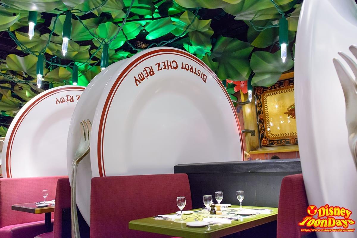 レミーのレストラン『ビストロ・シェ・レミー』の店内