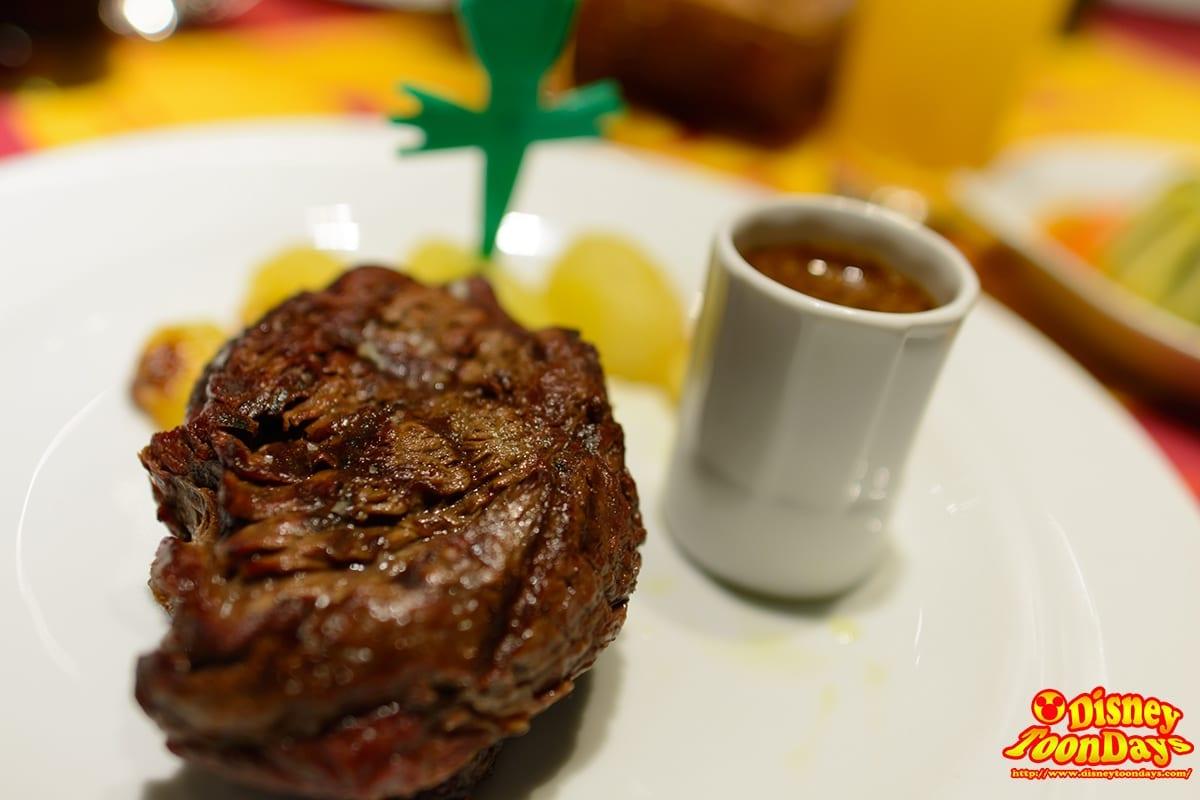 レミーのレストラン『ビストロ・シェ・レミー』の肉のメイン料理