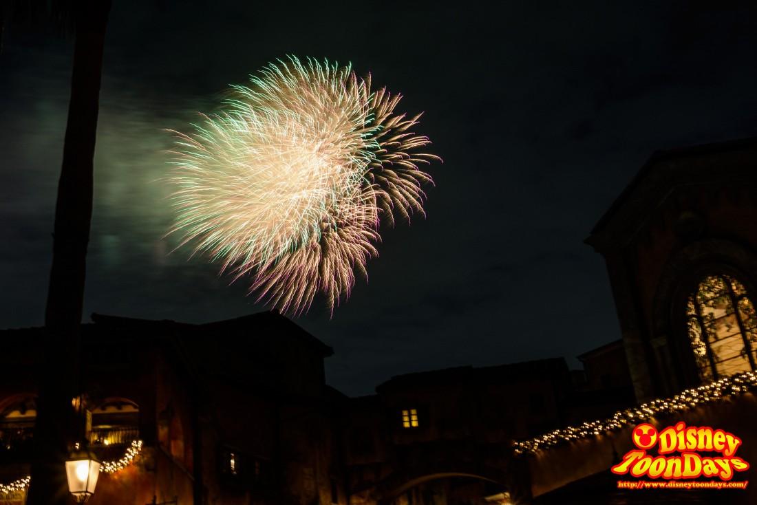 東京ディズニーシー15周年アニバーサリーの花火「スカイハイ・ウィッシュ」