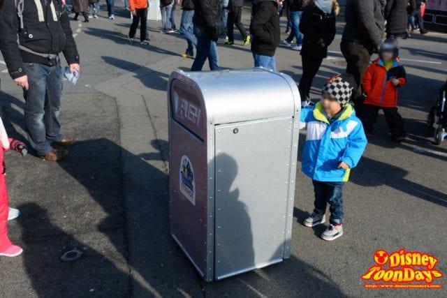 ディズニーランドパリで会った喋って動くごみ箱