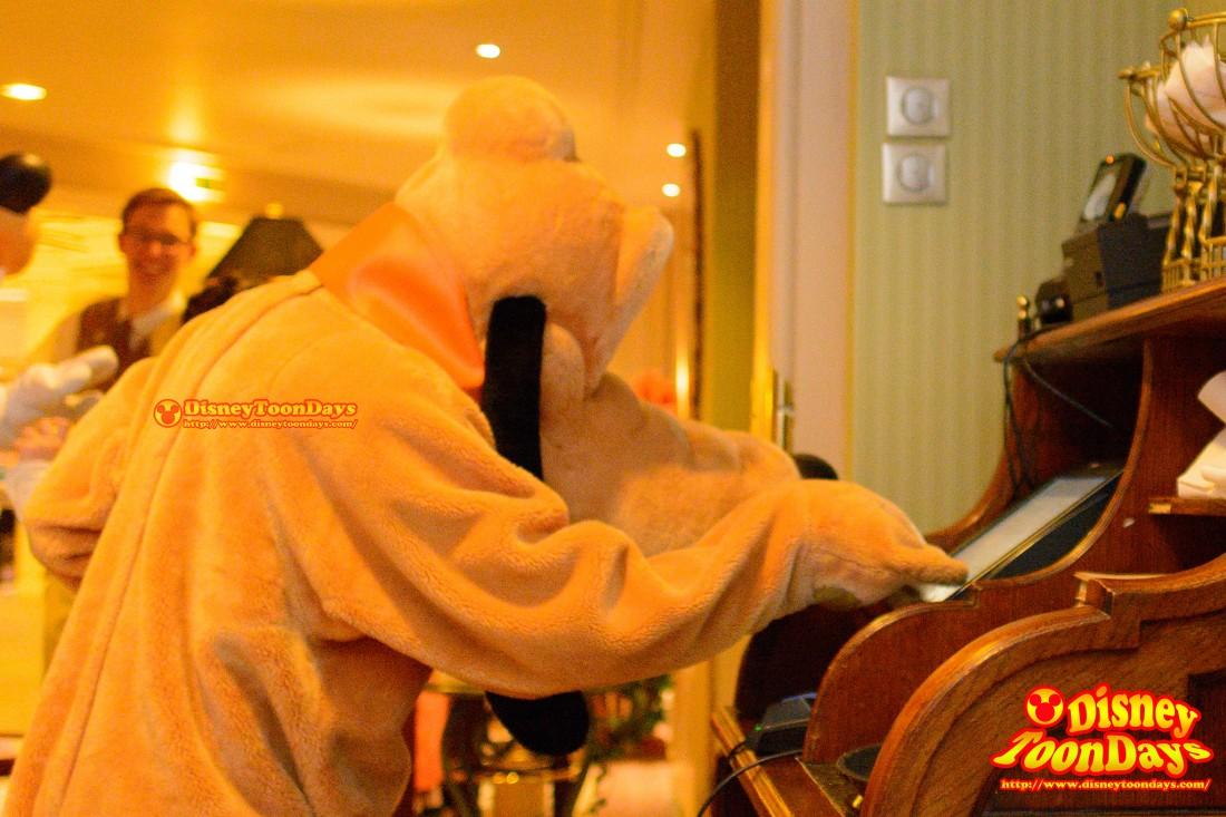 DLP ディズニーランドホテル インベンションズ グリーティング プルート