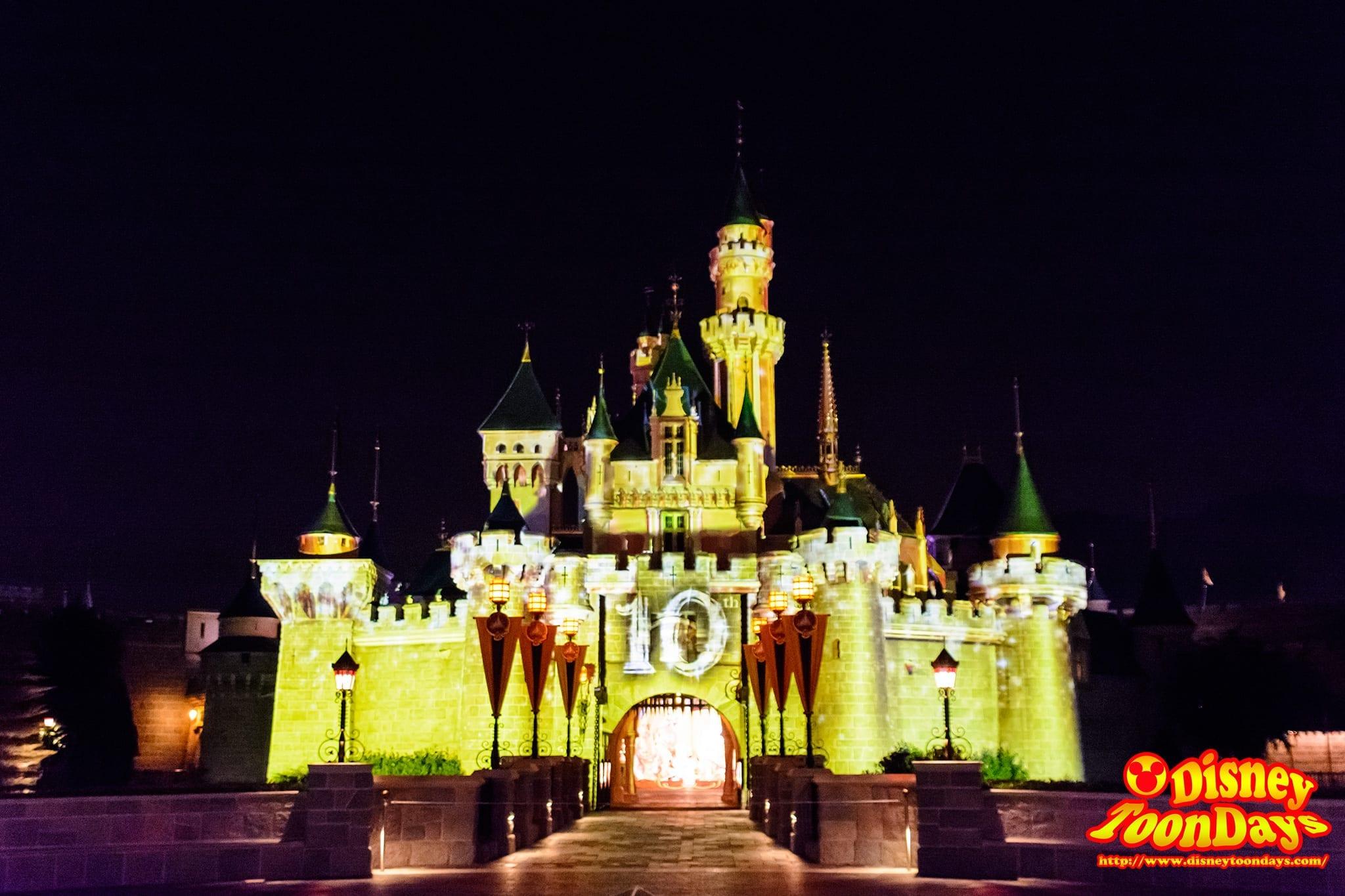 10周年の映像が投影された眠れる森の美女の城