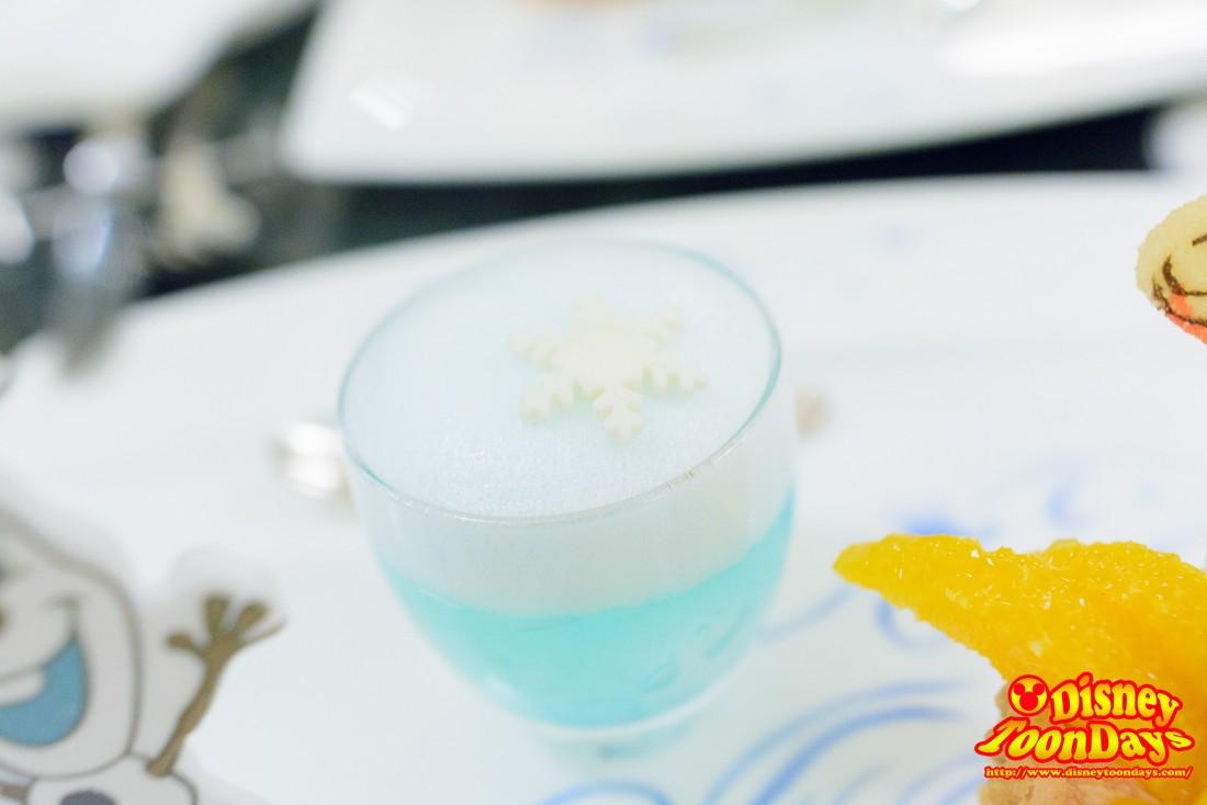 レモン風味のブルーゼリー