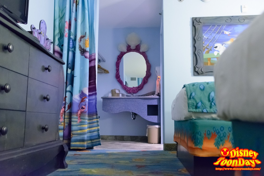 化粧台とシャワールームがあります!