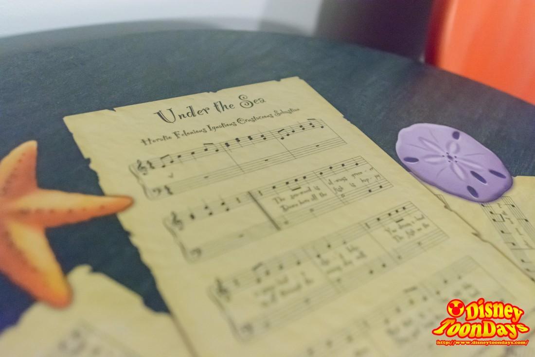 テーブルにはアンダーザシーの楽譜