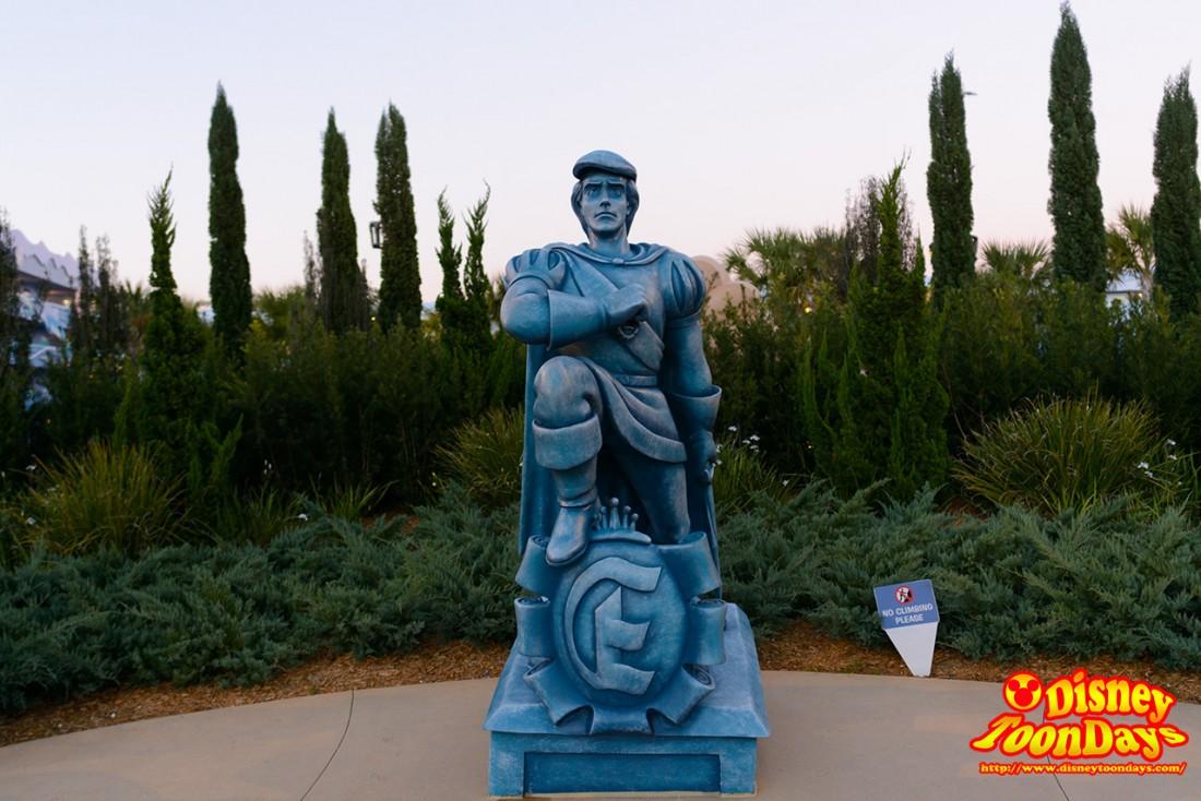 リトルマーメイド棟 エリック王子の像