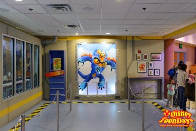 WDW ディズニーハリウッドスタジオ アニメーションコートヤード Qライン グリーティング側