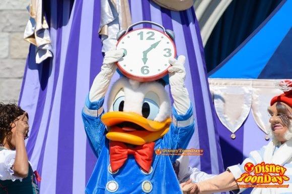 WDW マジックキングダム キャッスルフォアコートステージ ドリーム・アロング・ウィズ・ミッキー ドナルドダック 時計