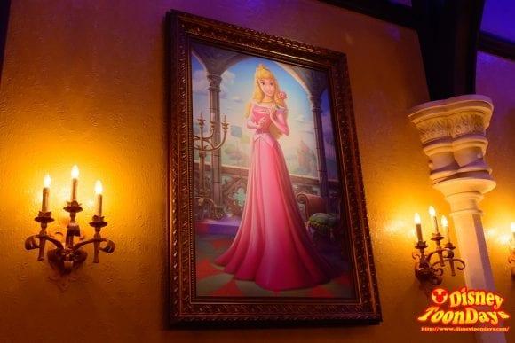 WDW マジックキングダム ファンタジーランド プリンセス・フェアリーテイル・ホール 絵画 オーロラ姫