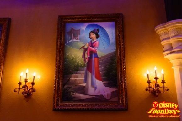 WDW マジックキングダム ファンタジーランド プリンセス・フェアリーテイル・ホール 絵画 ムーラン