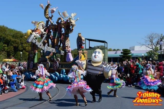 WDW マジックキングダム フェスティバル・オブ・ファンタジー・パレード 「塔の上のラプンツェル」ユニット