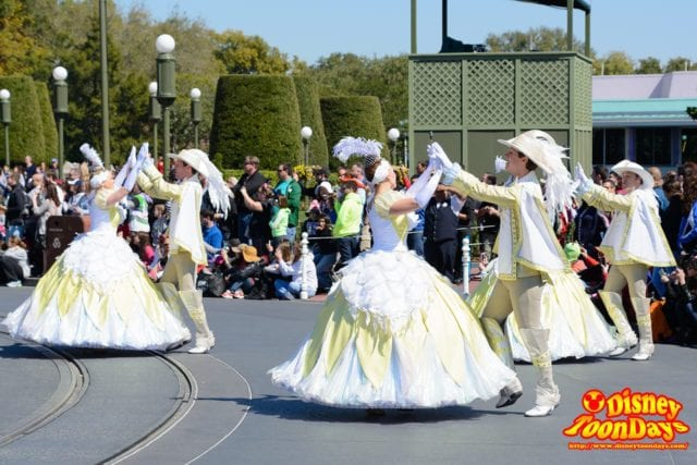 WDW マジックキングダム フェスティバル・オブ・ファンタジー・パレード オープニング