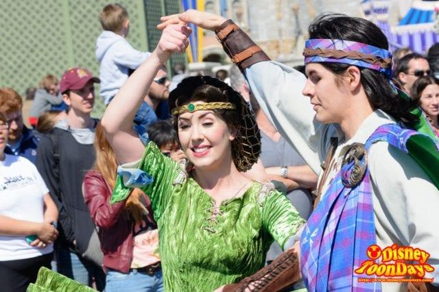WDW マジックキングダム フェスティバル・オブ・ファンタジー・パレード ダンサー