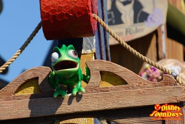 WDW マジックキングダム フェスティバル・オブ・ファンタジー・パレード パスカル