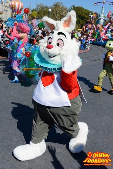 WDW マジックキングダム フェスティバル・オブ・ファンタジー・パレード ホワイトラビット
