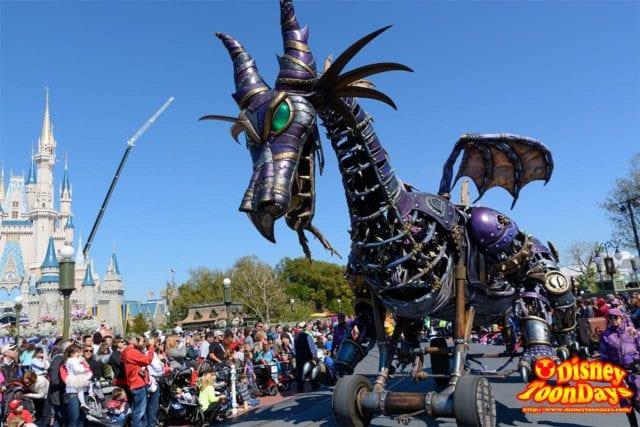 WDW マジックキングダム フェスティバル・オブ・ファンタジー・パレード マレフィセントドラゴン