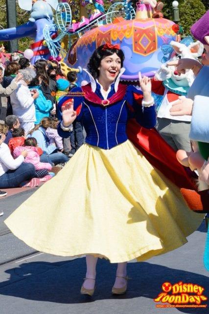 WDW マジックキングダム フェスティバル・オブ・ファンタジー・パレード 白雪姫