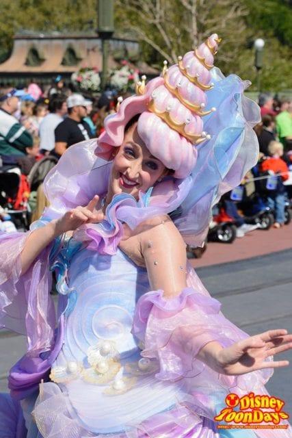 WDW マジックキングダム フェスティバル・オブ・ファンタジー・パレード 貝殻ダンサー