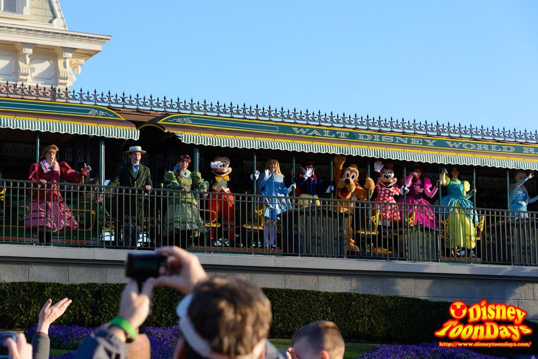 WDW マジックキングダム マジックキングダム・ウェルカム・ショー ミッキーマウス アリス プルート 白雪姫 ミニーマウス アナスタシア ドリゼラ