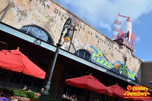 WDW ディズニーハリウッドスタジオ ストリート・オブ・アメリカ ピザプラネット 外観