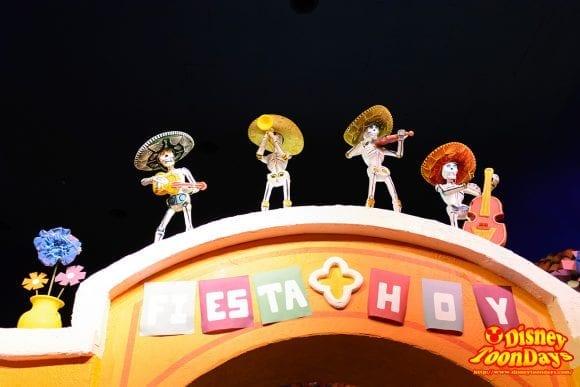 WDW ワールドショーケース メキシコ館 グラン・フィエスタ・ツアー・スターリング・ザ・スリー・カバレロ (10)