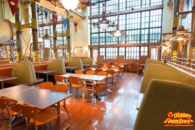 空いているホライズンベイレストランの店内