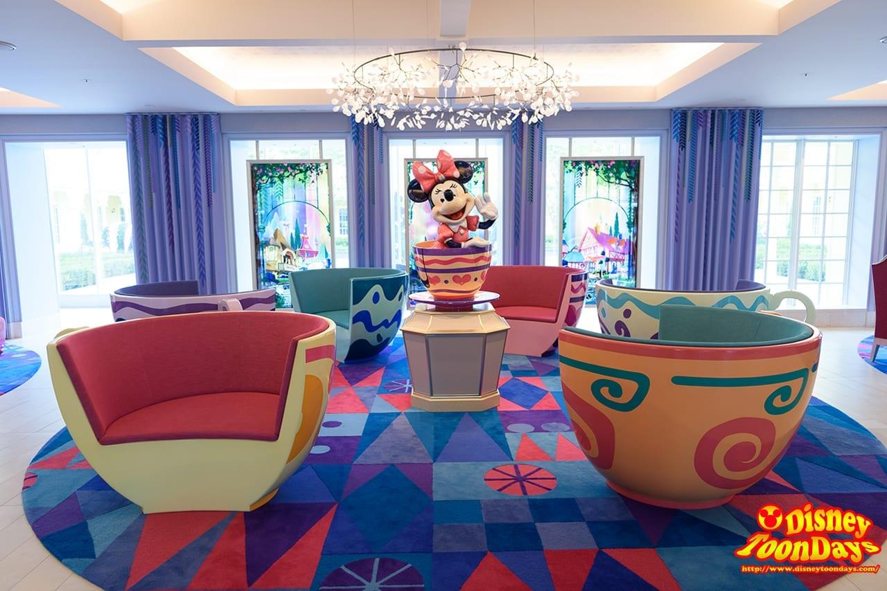 2パークの魅力が混じり合うロビーと中庭!ディズニーホテル「東京