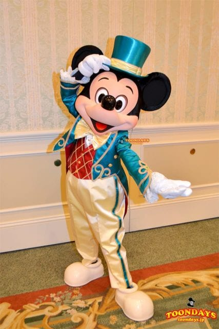 ディズニーランドホテルでグリーティングできるミッキーマウス