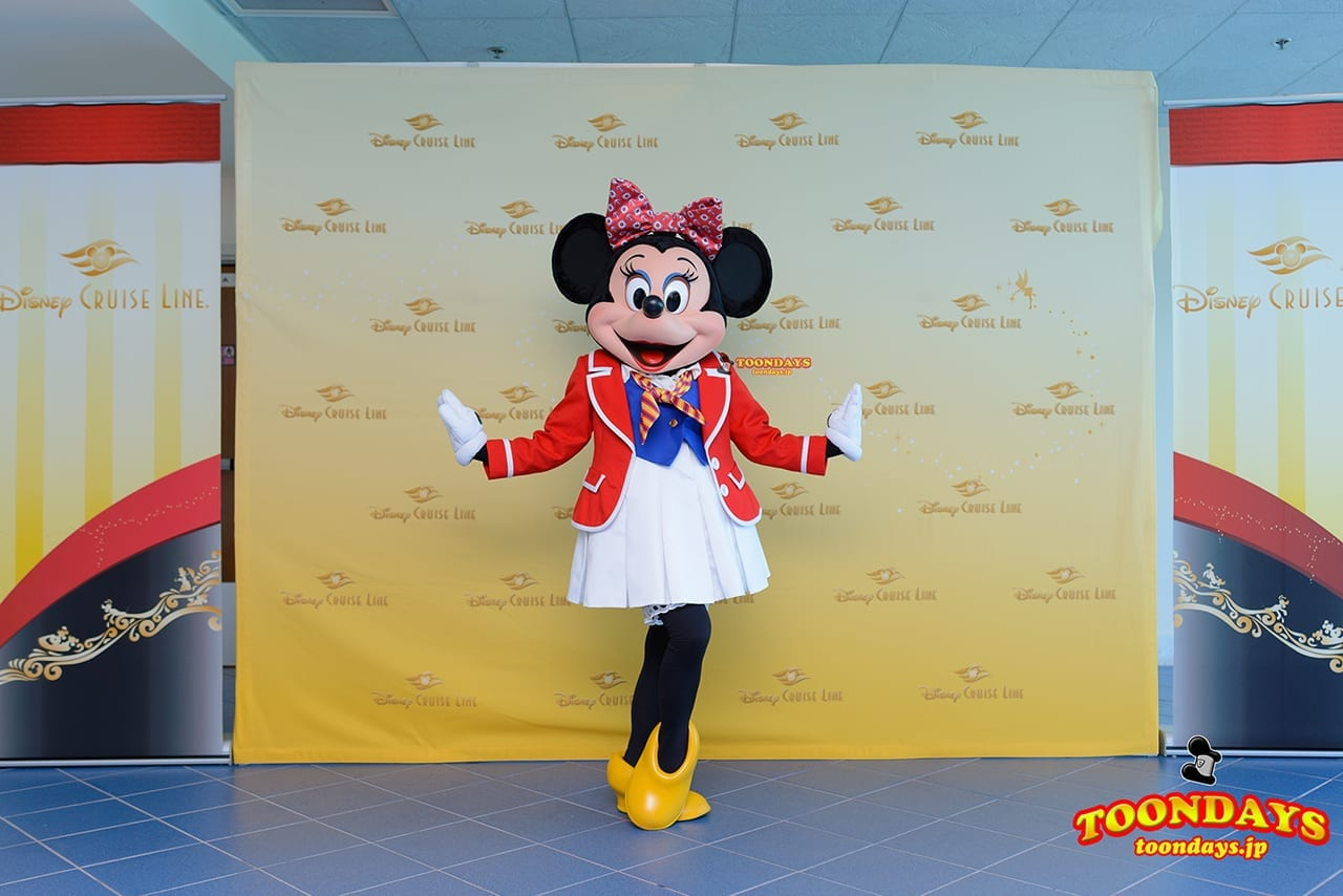 DCL ディズニー・ワンダー号 マイアミ港 グリーティング ミニーマウス