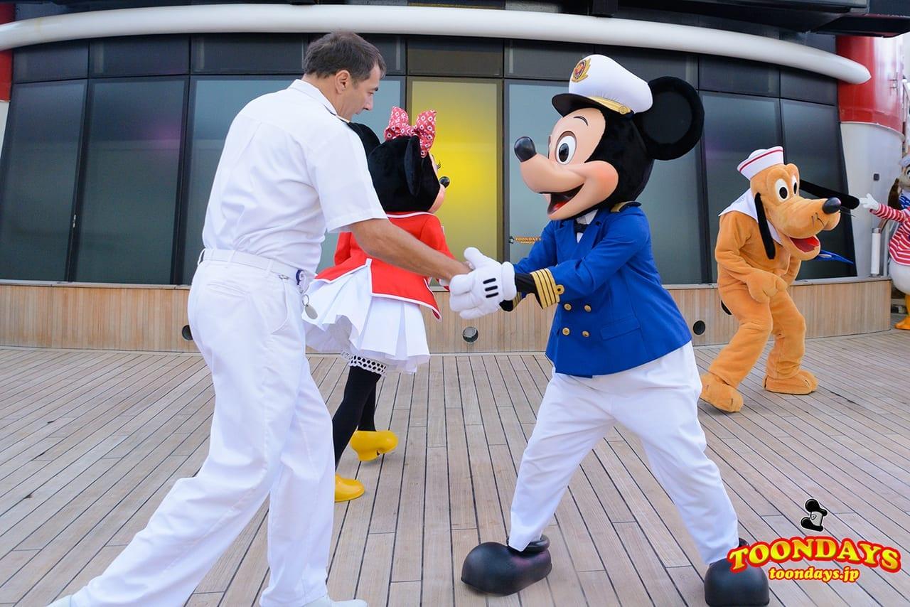 DCL ディズニー・ワンダー号 デックステージ アドベンチャーズ・アウェイ ミッキーマウス (3)