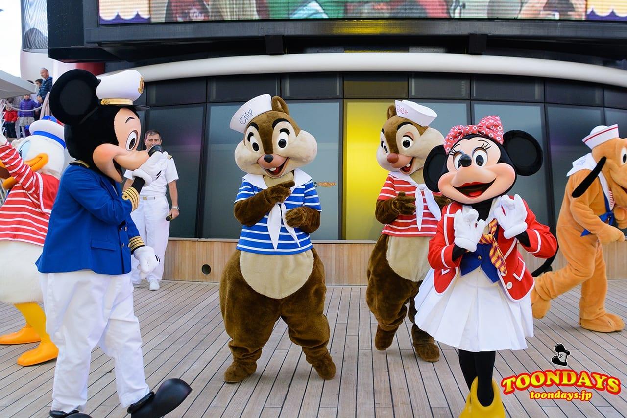 DCL ディズニー・ワンダー号 デックステージ アドベンチャーズ・アウェイ ミッキーマウス ミニーマウス チップ デール