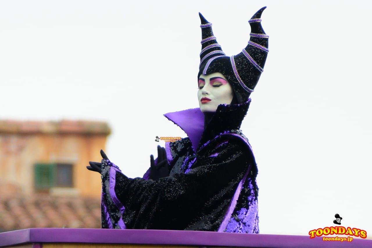 香港ディズニーランドのヴィランズパレードのマレフィセント