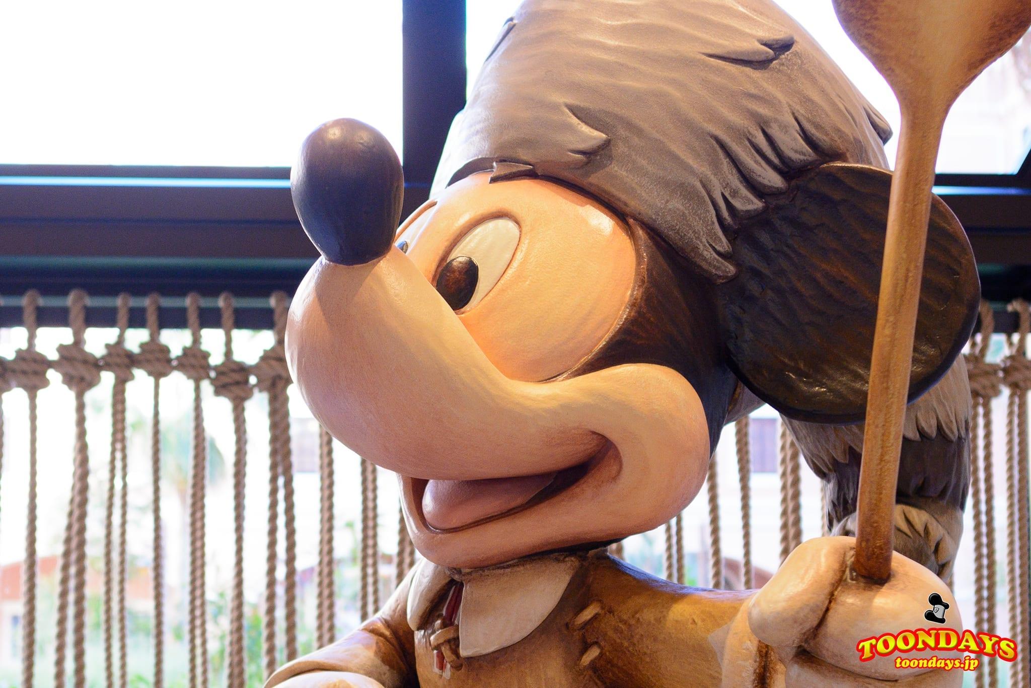ミッキーマウスの像