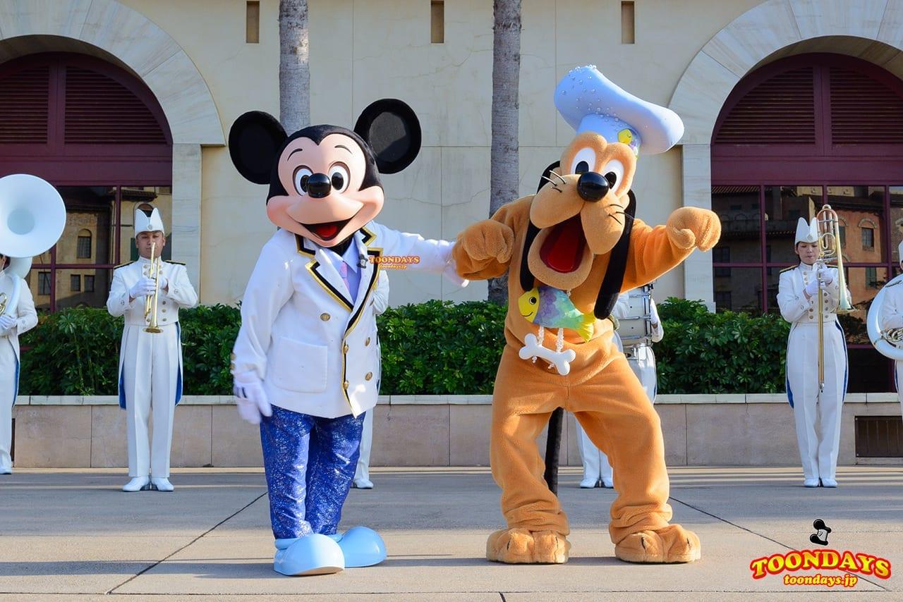 TDS ディズニーシー・プラザ ウェルカム・グリーティング ミッキーマウス プルート