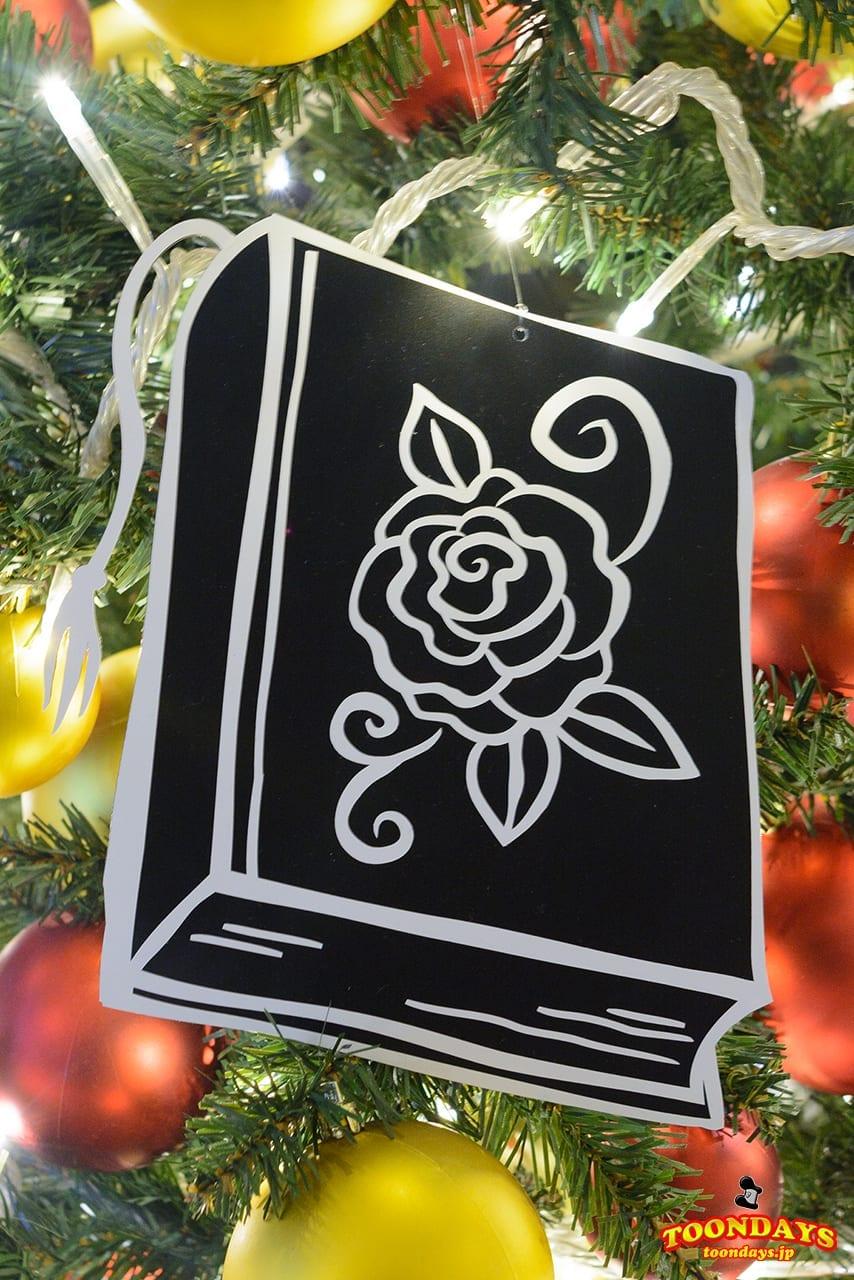 魔法のバラの描かれた本