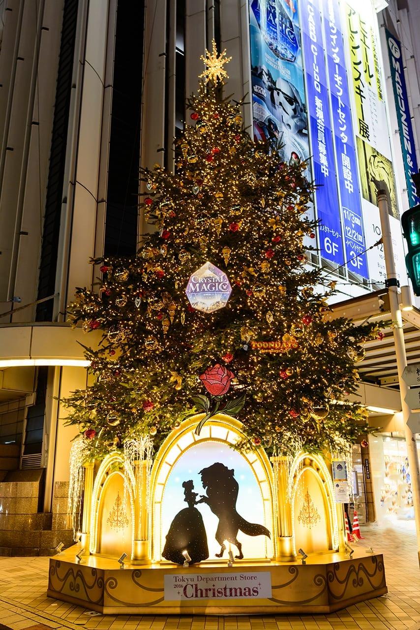 渋谷・東急百貨店の『美女と野獣』のクリスマスツリー