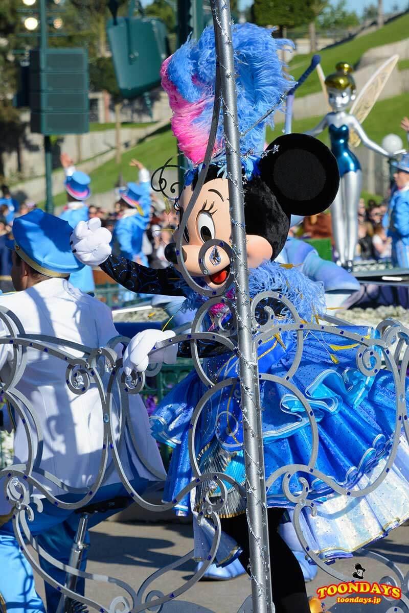 ディズニーランドパリ25周年1日限定のコスチュームをきたミニー