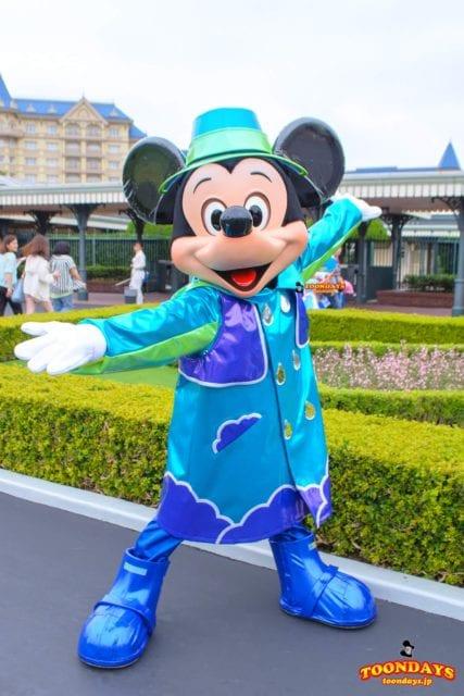 雨の日エントランスグリーティングのミッキーマウス
