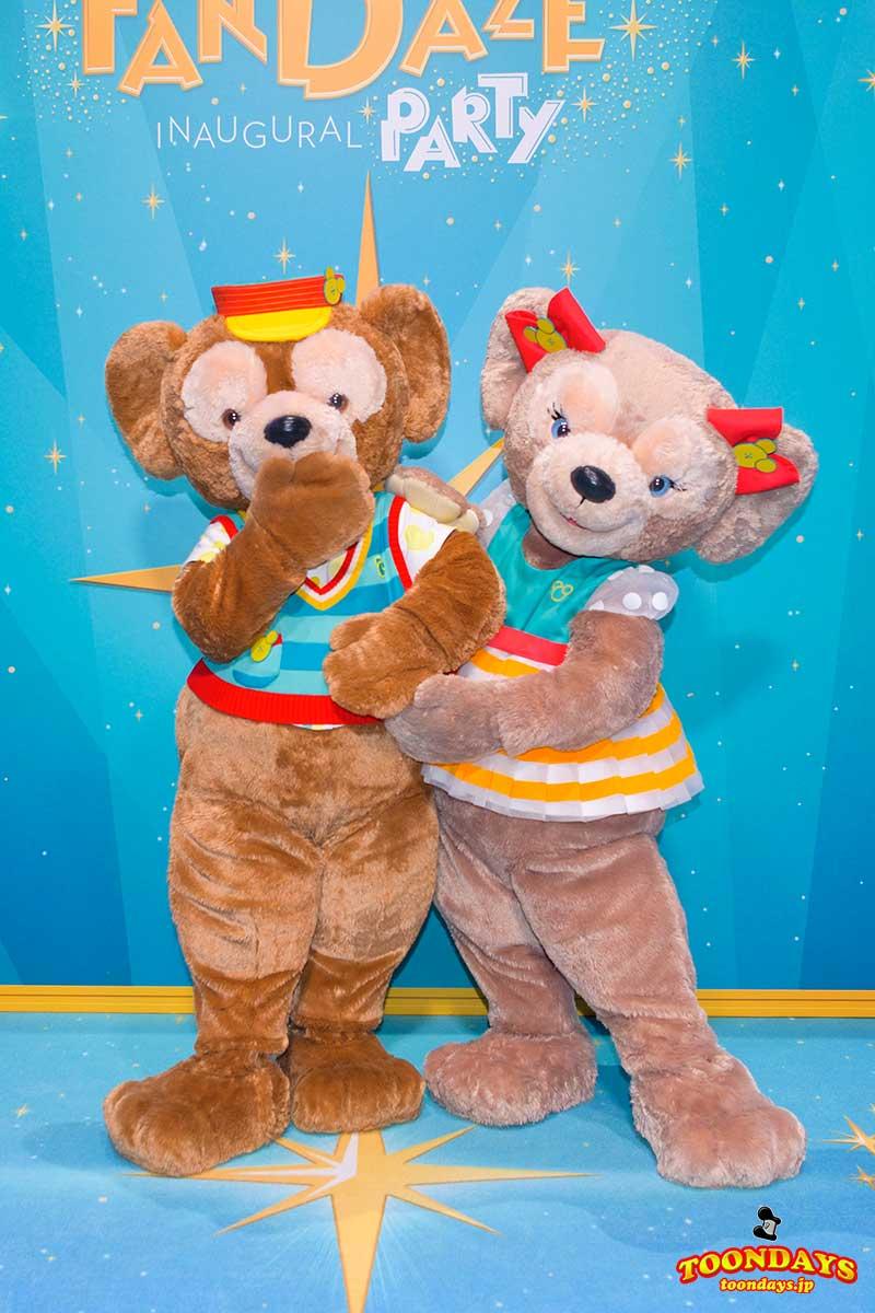 Disney FanDazeコスチュームのダッフィーとシェリーメイ