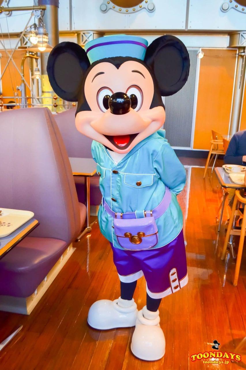 ホライズンベイレストランの旧衣装のミッキーマウス