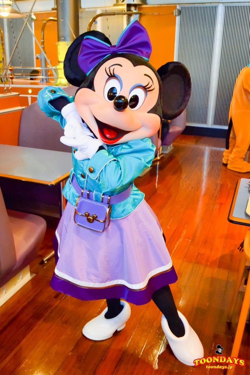 ホライズンベイレストランの旧衣装のミニーマウス