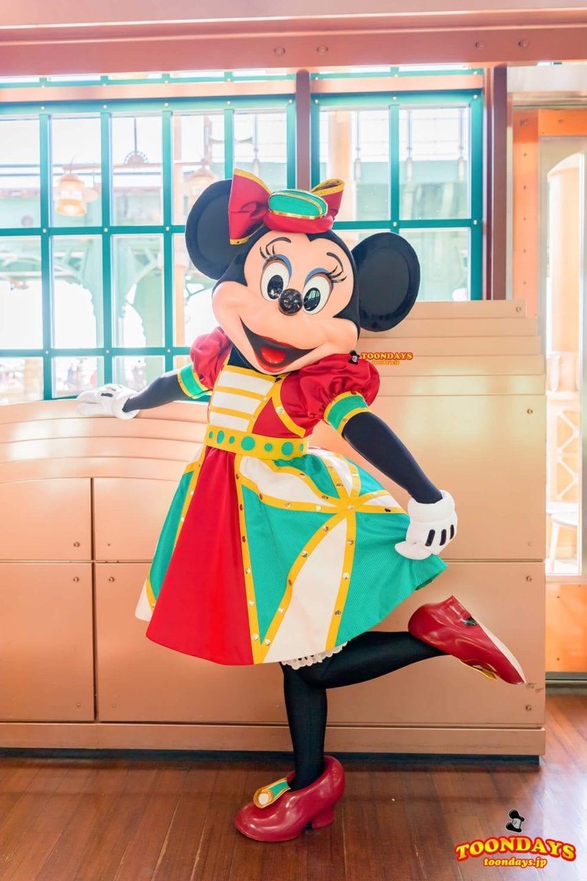 ホライズンベイレストランの新衣装のミニーマウス