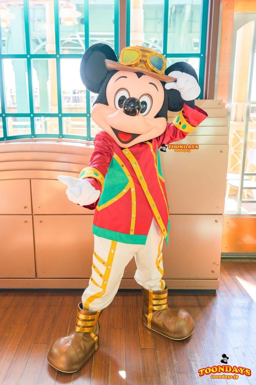 ホライズンベイレストランの新衣装のミッキーマウス