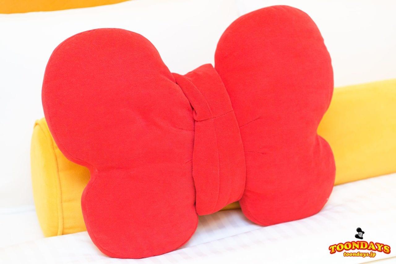ドナルドダックの蝶ネクタイ型のクッション